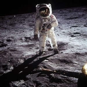 Армстиронг на луне